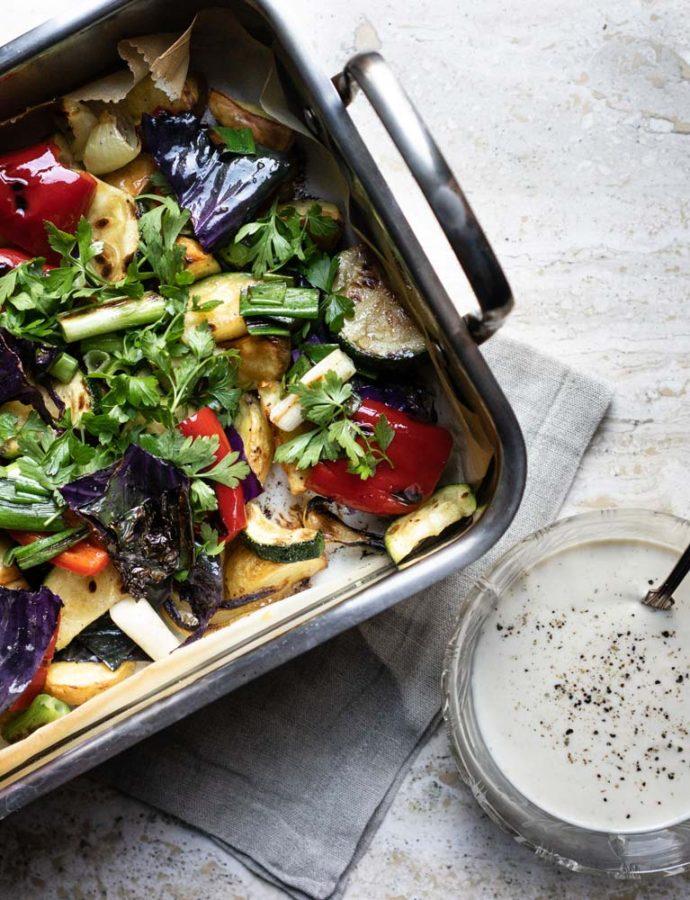 Grillede grøntsager i bradepande med tahindressing