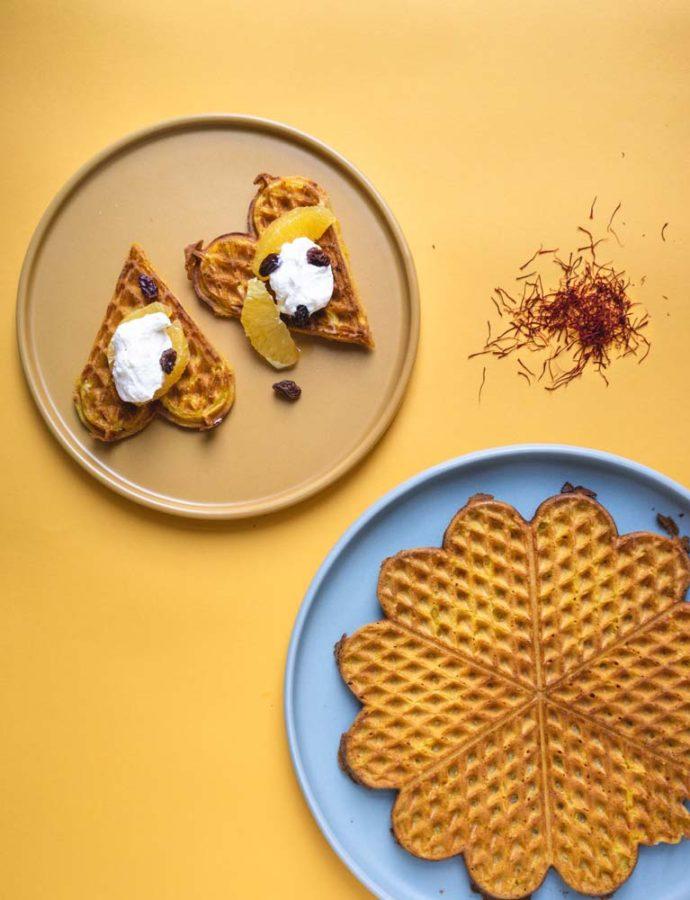 Safransvafler med appelsin & flødeskum