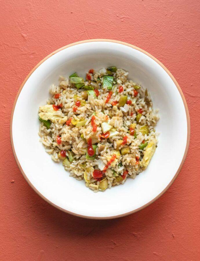 """Stegte ris – en """"tøm køleskabet"""" ret"""