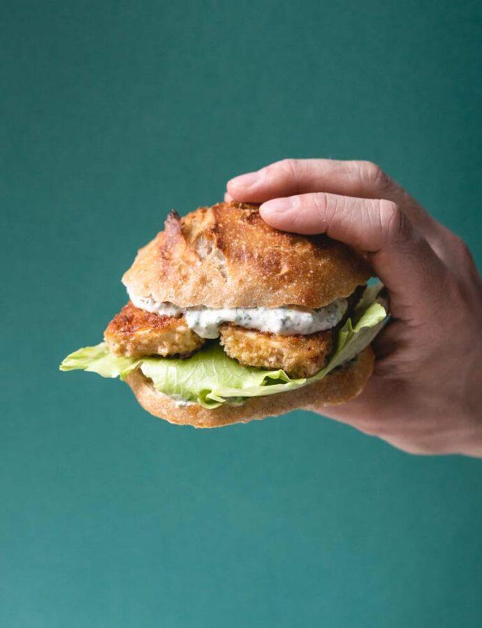 Burger med panko-paneret halloumi & tartarsauce