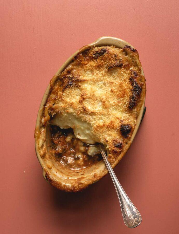 Vegetarisk Shepherd's Pie med verdens bedste kartoffelmos