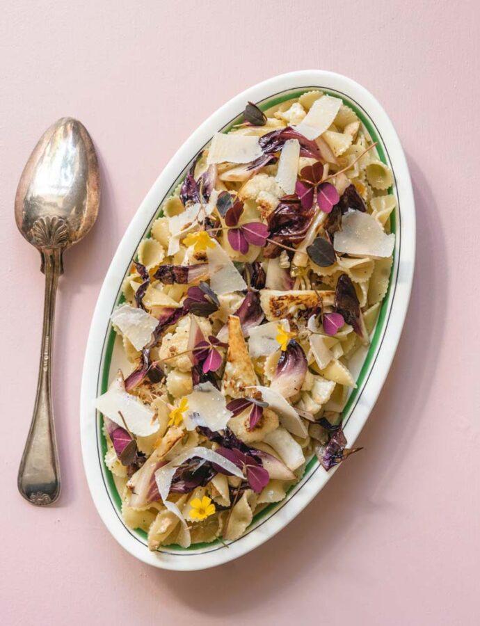 Pasta med brunet smør, blomkål, kapers & gule rosiner